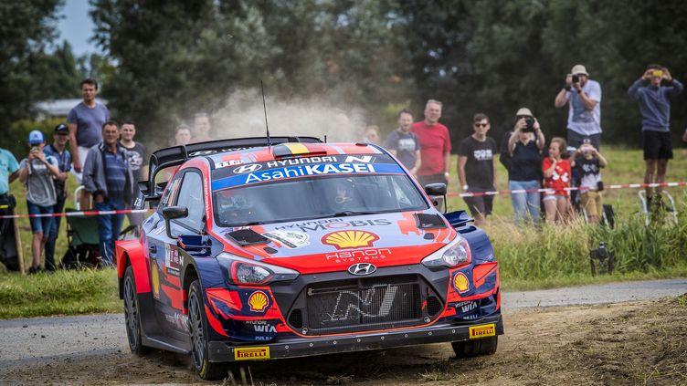 Thierry Neuville (Hyundai) a signé un nouveau succès lors de la septième spéciale du rallye d'Ypres vendredi. (GREGORY LENORMAND / DPPI / AFP)