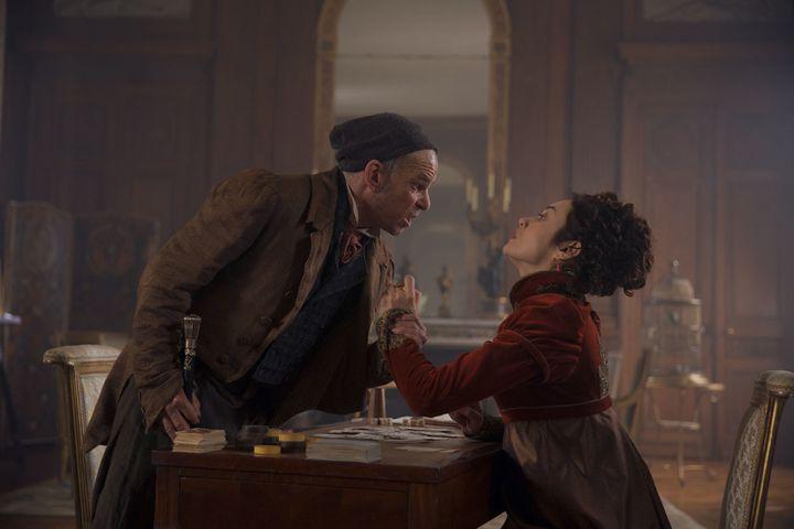 """Denis Lavant et Olga Kurylenko dans """"L'Empereur de Paris"""" de Jean-François Richet  (Roger Arpajou / Mandarin Production / Gaumont )"""