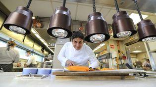 Mauro Colagreco, le chef italo-argentin du Mirazur situé à Menton (Alpes-Maritimes), élu meilleur restaurant du monde, photographié ici le 13 avril 2019. (VALERY HACHE / AFP)