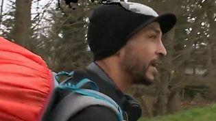 Le terroriste Mohammed Merah avait semé la terreur à Toulouse en 2012. Cinq ans après, son frère a décidé de se lancer dans une marche à travers la France. Parti de Marseille le 8 février dernier, son message est clair : s'insurger contre la montée de l'intégrisme. (France 2)
