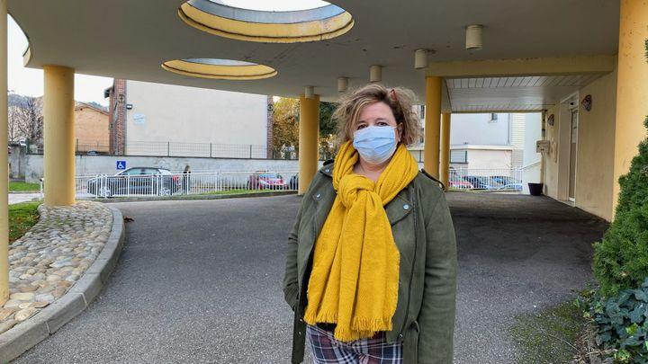 Corinne Chomel, directrice des deux Ehpad de Firminy (Loire), en novembre 2020. (BORIS LOUMAGNE/ RADIO FRANCE)