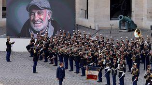 Un hommage national a été rendu à Jean-Paul Belmondo, le 9 septembre 2021, aux Invalides, à Paris. (LUDOVIC MARIN / AFP)