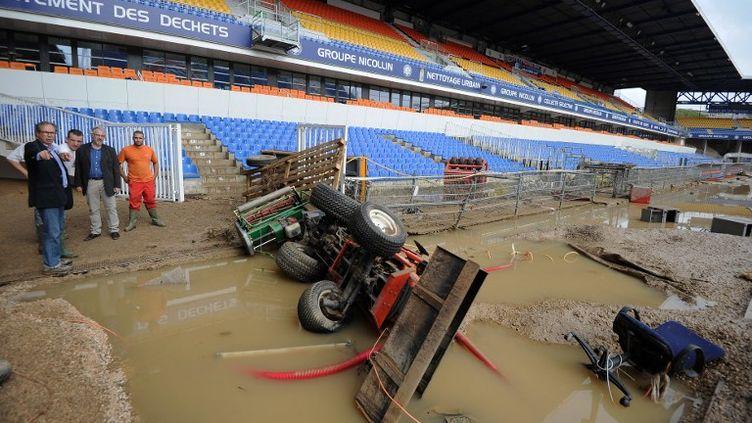 La pelouse du stade la Mossona complètement disparu, mardi 7 octobre, emportées par la brutale montée des eaux dans l'Hérault. (SYLVAIN THOMAS / AFP)