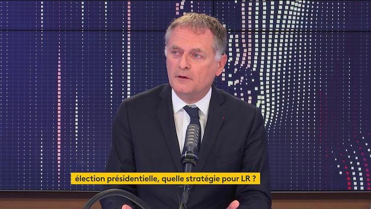 Philippe Juvin, chef du service des urgences de l'hôpital Georges-Pompidou et maire LR de la Garenne-Colombes, était l'invité du 8h30 franceinfo le 4 juillet 2021. (FRANCEINFO / RADIOFRANCE)