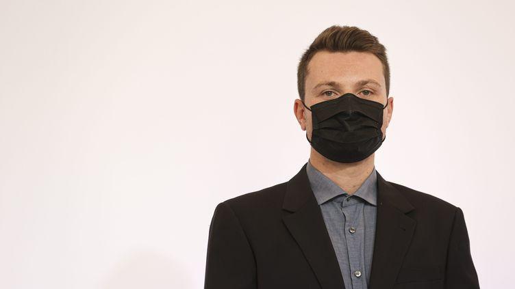 """Le créateur de CovidTracker, Guillaume Rozier, affirme que l'objectif gouvernemental de 50 millions de primo-vaccinés à la fin août 2021 est tenable. Il relativise également la propagation de l'épidémie, qu'il juge """"modérée"""". (SEBASTIEN MUYLAERT / MAXPPP)"""