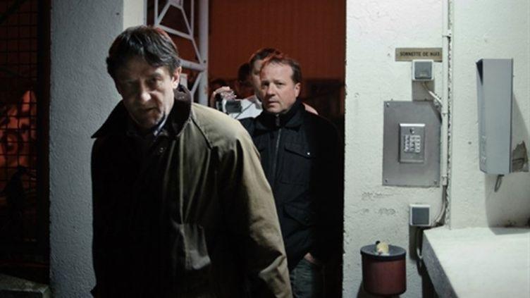 Un des deux dirigeants séquestrés de l'usine Essex à Mâcon en train de quitter le site (AFP - Jeff PACHOUD)