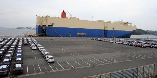 Exportations de voitures japonaises. Les exportations japonaises bénéficient de la baisse du yen(photo de 2011). (TOSHIFUMI KITAMURA / AFP)