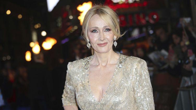 L'auteure britannique J. K. Rowling, le 15 novembre 2016 à Londres. (JOEL RYAN / INVISION / AP)