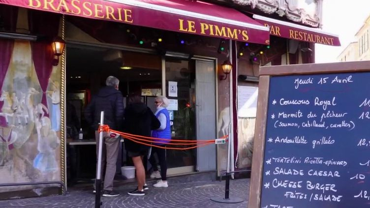 Confinement : les patrons d'établissements se préparent pour la réouverture (France 2)
