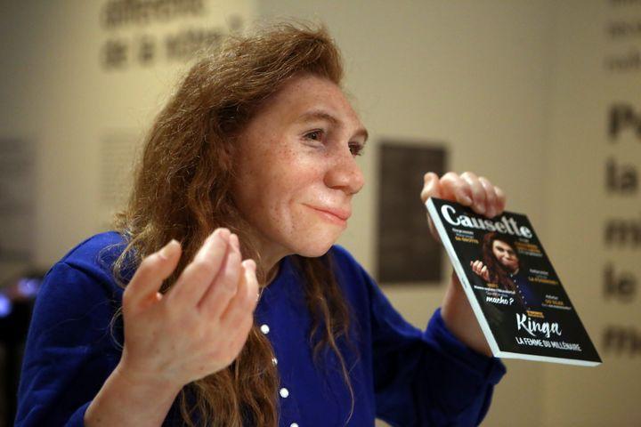 Exposition Néandertal Musée de l'Homme : Kinga, Madame Néandertal des temps modernes.  (Elise Chiari/PHOTOPQR/VOIX DU NORD/MAXPPP)