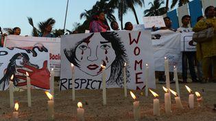 Des Indiens manifestent contre les violences faites aux femmes, le 27 décembre 2012 à Bombay (Inde). (PUNIT PARANJPE / AFP)