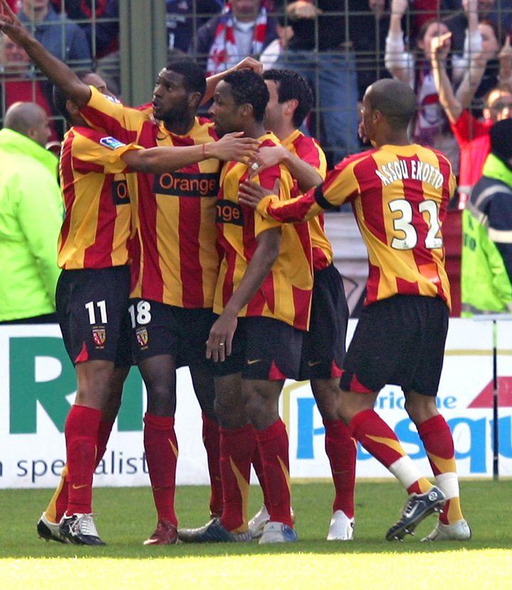 Les joueurs lensois lors de la dernière victoire des Sang et Or contre Lille en Ligue 1, en avril 2006 (DENIS CHARLET / AFP)