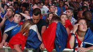 (Le Portugal bat la France en finale de l'Euro 1 à 0 et la déception se lit sur les visage des supporters des Bleus © Reuters / Benoit Tessier)