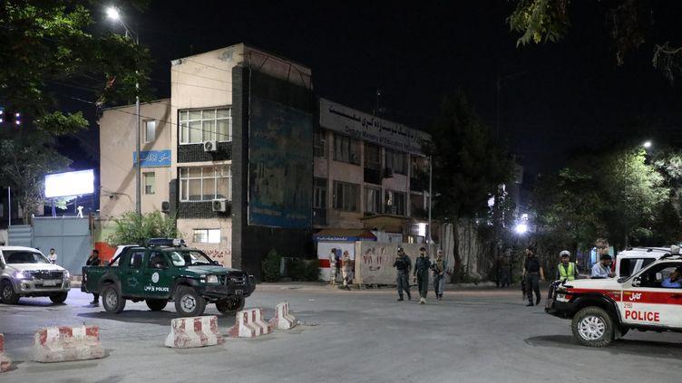 Desforces de l'ordreà Kaboul, en Afghanistan, où deux explosions sont survenues, le 3 août 2021. (SAYED KHODAIBERDI SADAT / ANADOLU AGENCY / AFP)