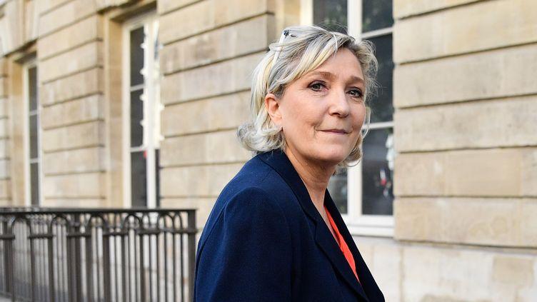 Marine Le Pen lors d'un rassemblement du Front national (désormais Rassemblement national) contre la politique sur l'immigration du gouvernement, à l'Assemblée nationale à Paris, le 20 avril. (JULIEN MATTIA/NURPHOTO/AFP)