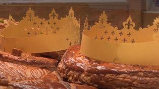 Chaque année, 32 millions de galettes des rois sont mangées en France. Alors, grande surface et boulangerie voientenl'Épiphanie une bonne occasion de faire gonfler son chiffre d'affaires. (France 2)