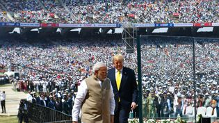"""Le président américain, Donald Trump, et le Premier ministre de l'Inde Narendra Modi participent au meeting """"Namaste Trump"""" (""""Bonjour Trump"""") à Motera (Inde), le 24 février 2020. (MANDEL NGAN / AFP)"""