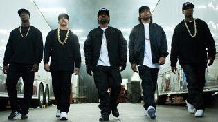 N.W.A Straight outta Compton : la dangereuse troupe de gangsta rappeurs à la conquête du monde.  (Universal)