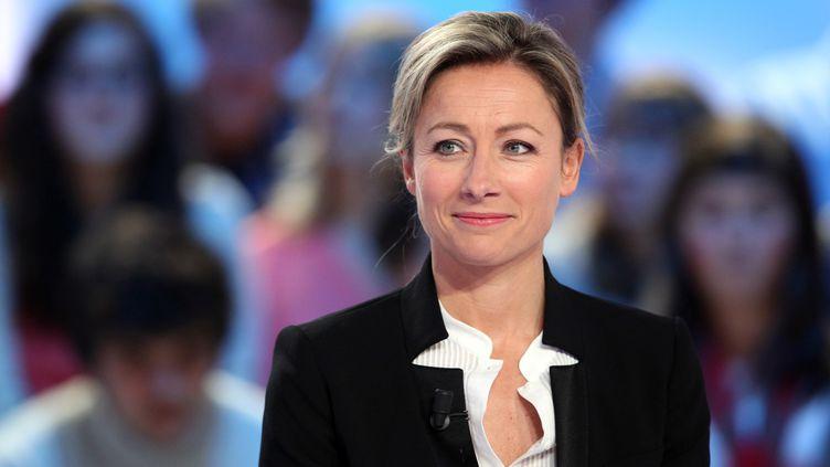 """La journaliste Anne-Sophie Lapix, le 20 avril2012, sur le plateau du """"Grand journal"""" de Canal +. (ALEXANDER KLEIN / AFP)"""