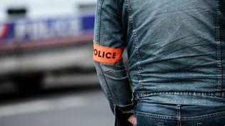 Les policiers ont été attaqués par une centaine de jeunes. (Photo d'illustration) (AURELIEN MORISSARD / MAXPPP)