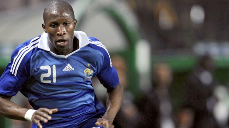 Rod Fanni ici en 2009, lors d'un match amical contre le Nigeria (défaite 1-0 des Bleus). (FRANCK FIFE / AFP)