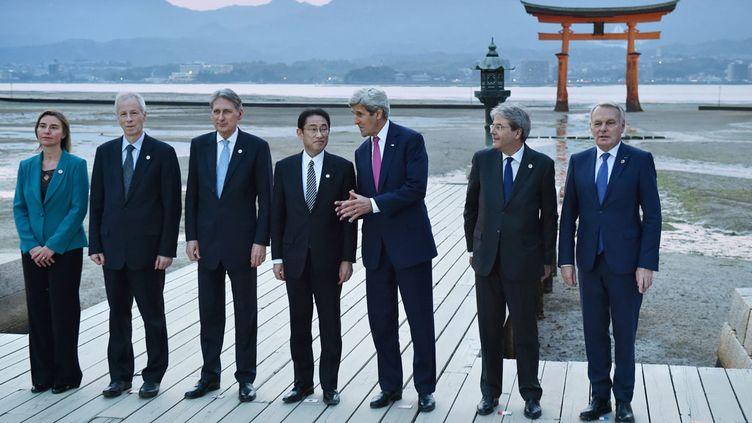 (Après des discussions dans un grand hôtel de Hiroshima, les ministres se sont rendus au coucher du soleil dans le sanctuaire marin Itsukushima, lieu sacré du shintoïsme situé sur l'île de Miyajima © MaxPPP)