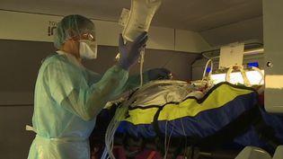 Coronavirus : le transfert des patients par le rail pour soulager les CHU surchargés (FRANCE 2)