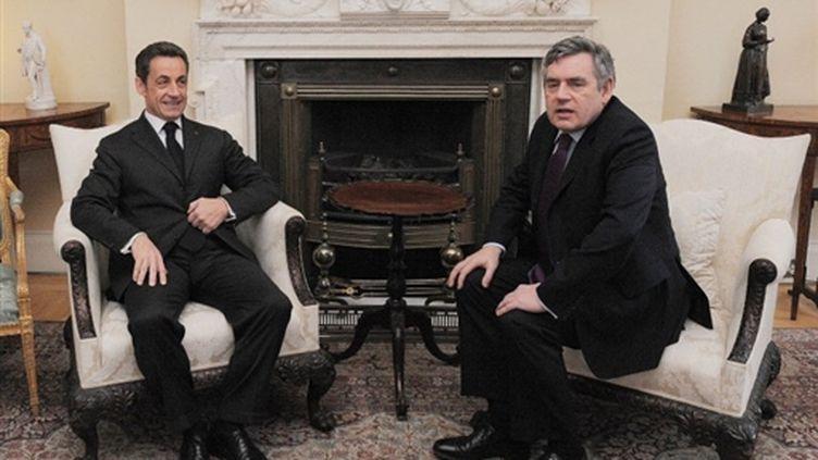 Nicolas Sarkozy et le Premier ministre britannique Gordon Brown, au 10 Downing Street, le 12/03/10 (AFP/Carl de Souza)