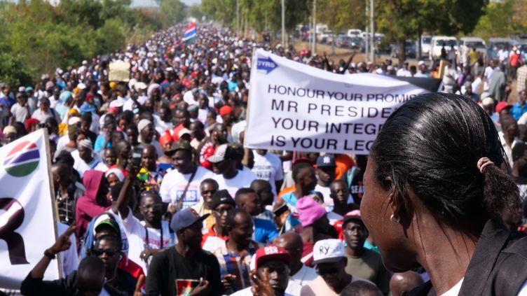 D'importantes manifestations ont eu lieu le 16 décembre 2019 à Banjul, la capitale gambienne, pour demander le départ du président Adama Barrow, conformément à ses engagements. (ROMAIN CHANSON / AFP)