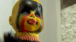 """""""Les poupées de singulières"""" de Moutte ont accueilli d'autres camarades de jeu à la galerie Moutt'Art de Clermont-Ferrand  (France 3 / Culturebox)"""