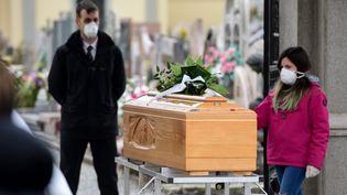 Des funérailles en pleine épidémie de coronavirus à Bolgare, en Lombardie (Italie), le 23 mars 2020. (PIERO CRUCIATTI / AFP)