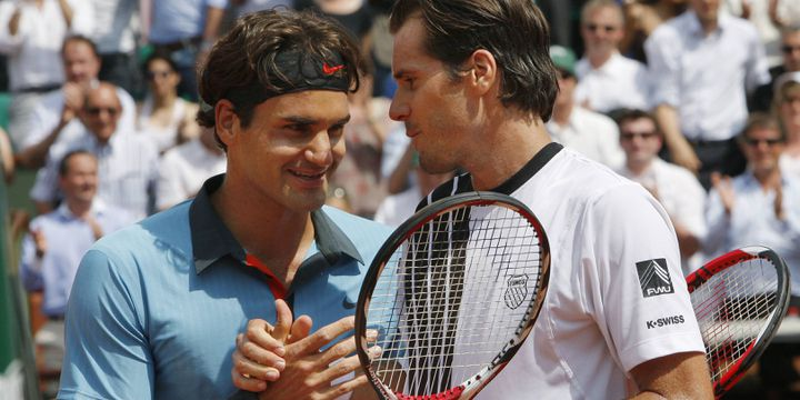 Roger Federer salue Tommy Haas à l'issue de la rencontre