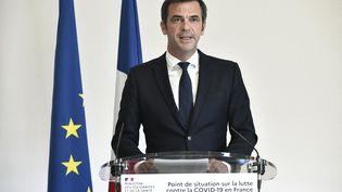 Olivier Véran tient une conférence de presse à Paris, le 26 août 2021. (STEPHANE DE SAKUTIN / AFP)