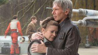 """Carrie Fisher et Harrison Ford dans """"Star Wars 7 : le réveil de la force""""  (© 2015 Lucasfilm Ltd. & TM. All Right Reserved)"""