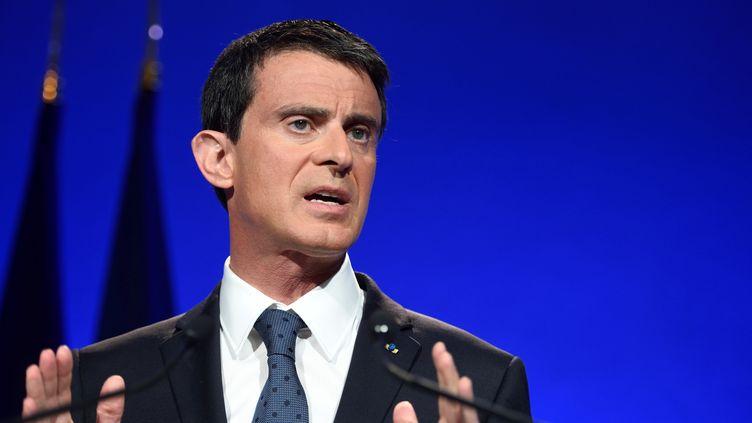 Le Premier ministre Manuel Valls donne une conférence de presse pour présenter ses mesures contre la radicalisation, le 9 mai 2016, à Paris. (ERIC FEFERBERG / AFP)