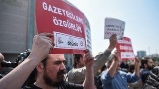 Une manifestation à l'occasion de la journée mondiale de la liberté de la presse, en Turquie, le 3 mai 2017. (OZAN KOSE / AFP)