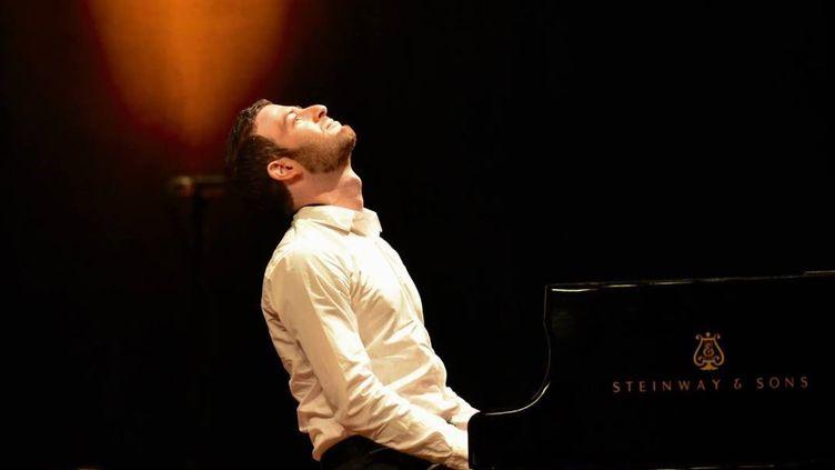 Olivier Korber passe de l'ordinateur au piano avec une dextérité déconcertante, son premier album dédié à Chopin est disponible dès le 9 février 2018  (France 3 / Culturebox )
