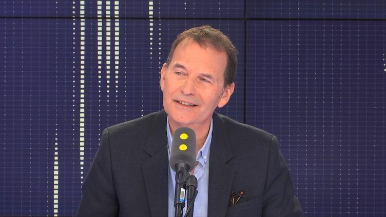 """Philippe Thuillier, auteur du documentaire """"La télé des années 90"""", diffusé en deux parties sur France 3, les 11 et 18 janvier à 21h. (FRANCEINFO / RADIOFRANCE)"""