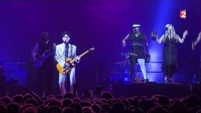 Prince : une star mégalomane et excentrique, mais aux multiples talents