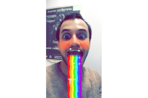 Exemple de filtre proposé par Snapchat, essayé avec couragepar francetv info. (SNAPCHAT)