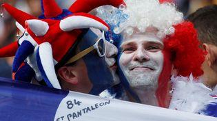Des supporters français dans le stade de Moscou avant France-Danemark, le 26 juin 2018. (MAXIM SHEMETOV / REUTERS)