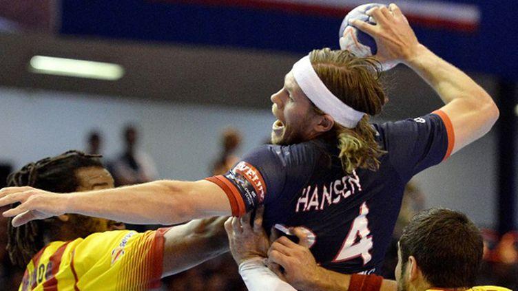 Mikkel Hansen (PSG) face à Barcelone (FRANCK FIFE / AFP)