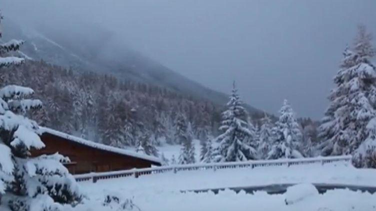 La neige est tombéeau-dessus de Briançon (Hautes-Alpes), samedi 5 novembre. (FRANCE 2)