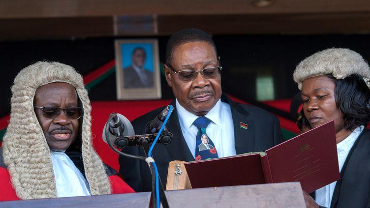 Le président élu du Malawi, Arthur Peter Mutharika, prête serment pour son deuxième mandat, le28 mai 2019. (AMOS GUMULIRA / AFP)