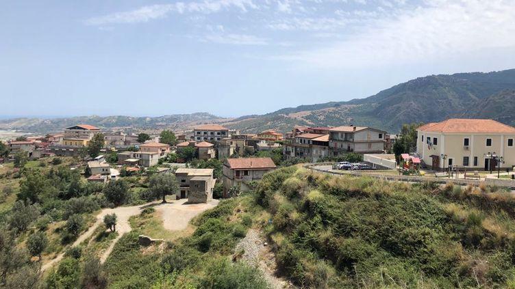 Vue générale de San Luca, en Calabre. (MATHILDE IMBERTY / RADIOFRANCE)