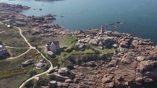 Bretagne : une plongée enchantée au coeur du site de Ploumanac'h (FRANCE 2)