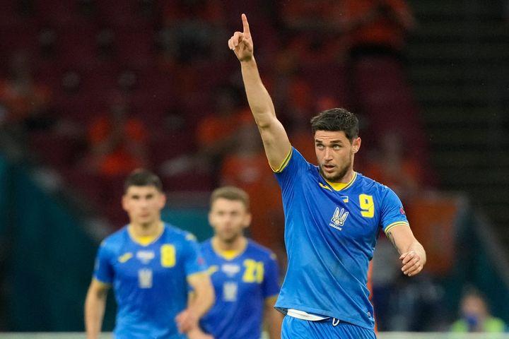 Roman Yaremchuk a marqué et donné une passe décisive avec l'Ukraine face aux Pays-Bas, le 13 juin à Amsterdam (PETER DEJONG / POOL)