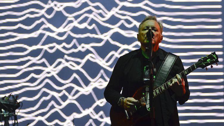 Bernard Sumner de New Order en concert le 6 avril 2014 à Sao Paulo au Brésil. (LEVI BIANCO / BRAZIL PHOTO PRESS / AFP)
