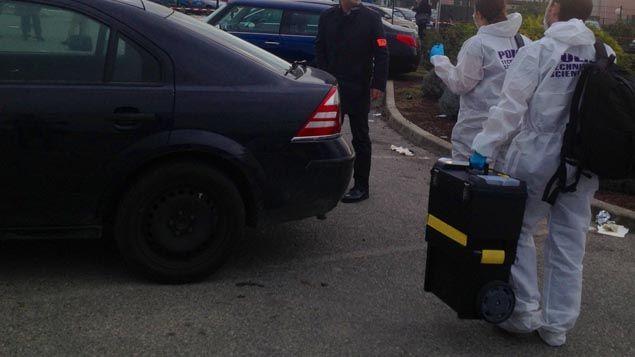 (Les enquêteurs sur le parking de la prison de Luynes où un détenu a été abattu lundi matin © Radio France)