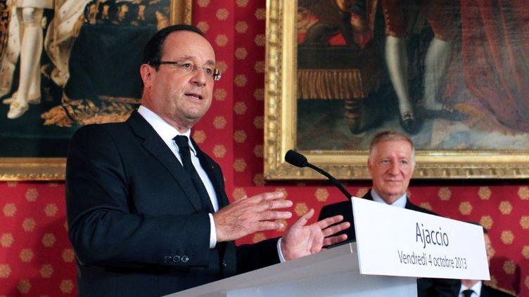 Le président de la République, François Hollande, lors d'un discours à la mairie d'Ajaccio (Corse-du-Sud), le 4 octobre 2013. (PASCAL POCHARD CASABIANCA / AFP)
